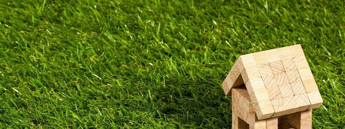 maison autonome solaires bois installation consommation énergétique passive eaux habitat écologique chaleur bâtiment électrique photovoltaïques travaux bioclimatique économies autoconsommation toiture poêle éolienne batteries matériaux thermique habitation