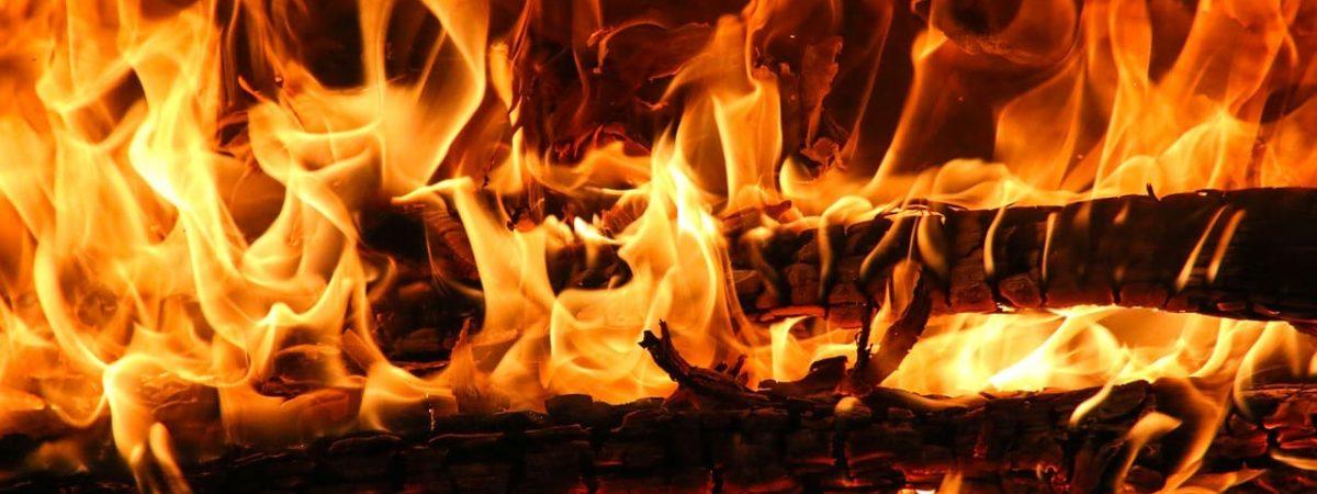 chauffage poêles granules buches rendement acier fonte gaz cheminée température flamme design système conseils type vitre masse qualité combustible label four devis inertie surface fonctionnement turbo fumées entretien logement